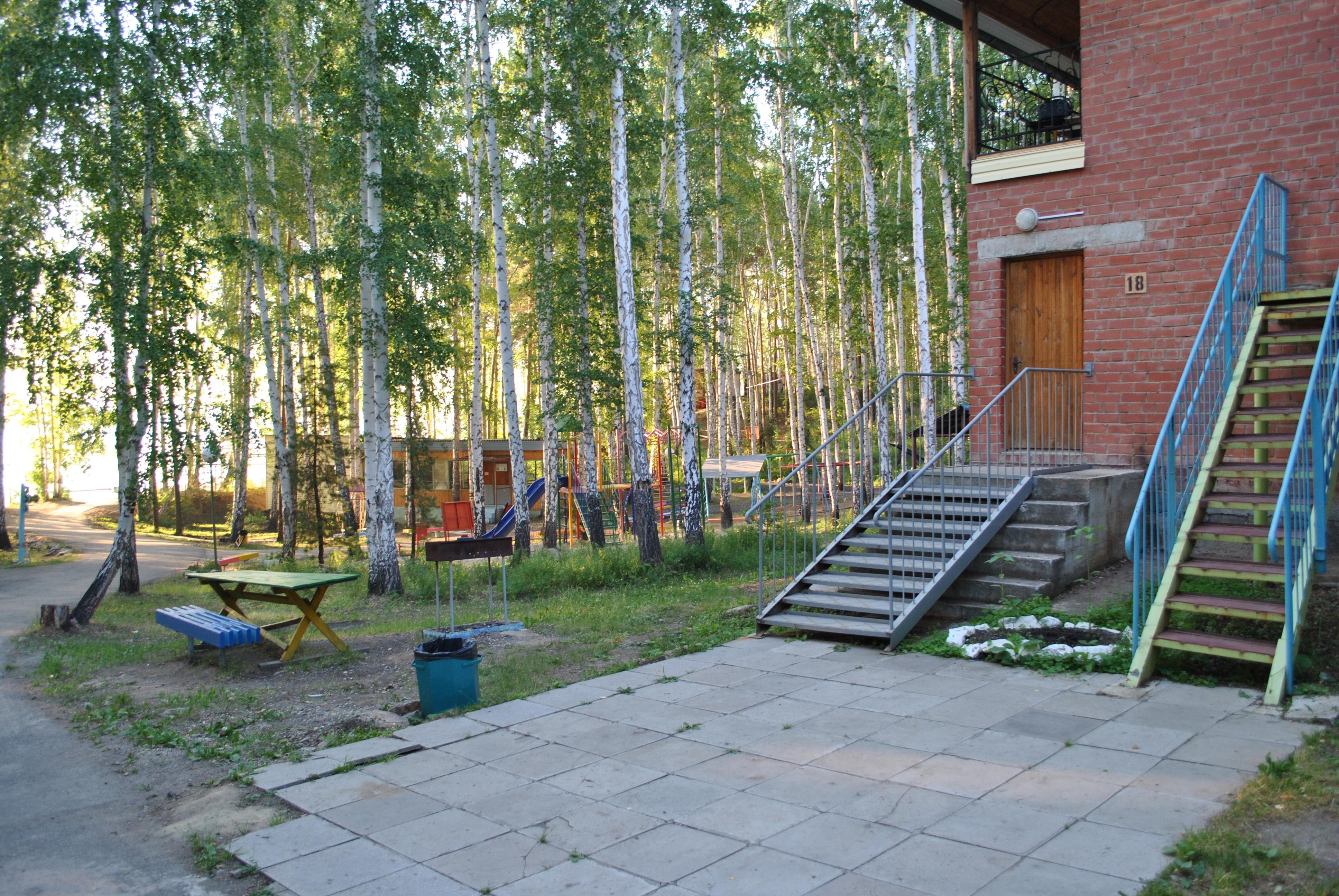 Корпус 18  с видом на детскую площадку