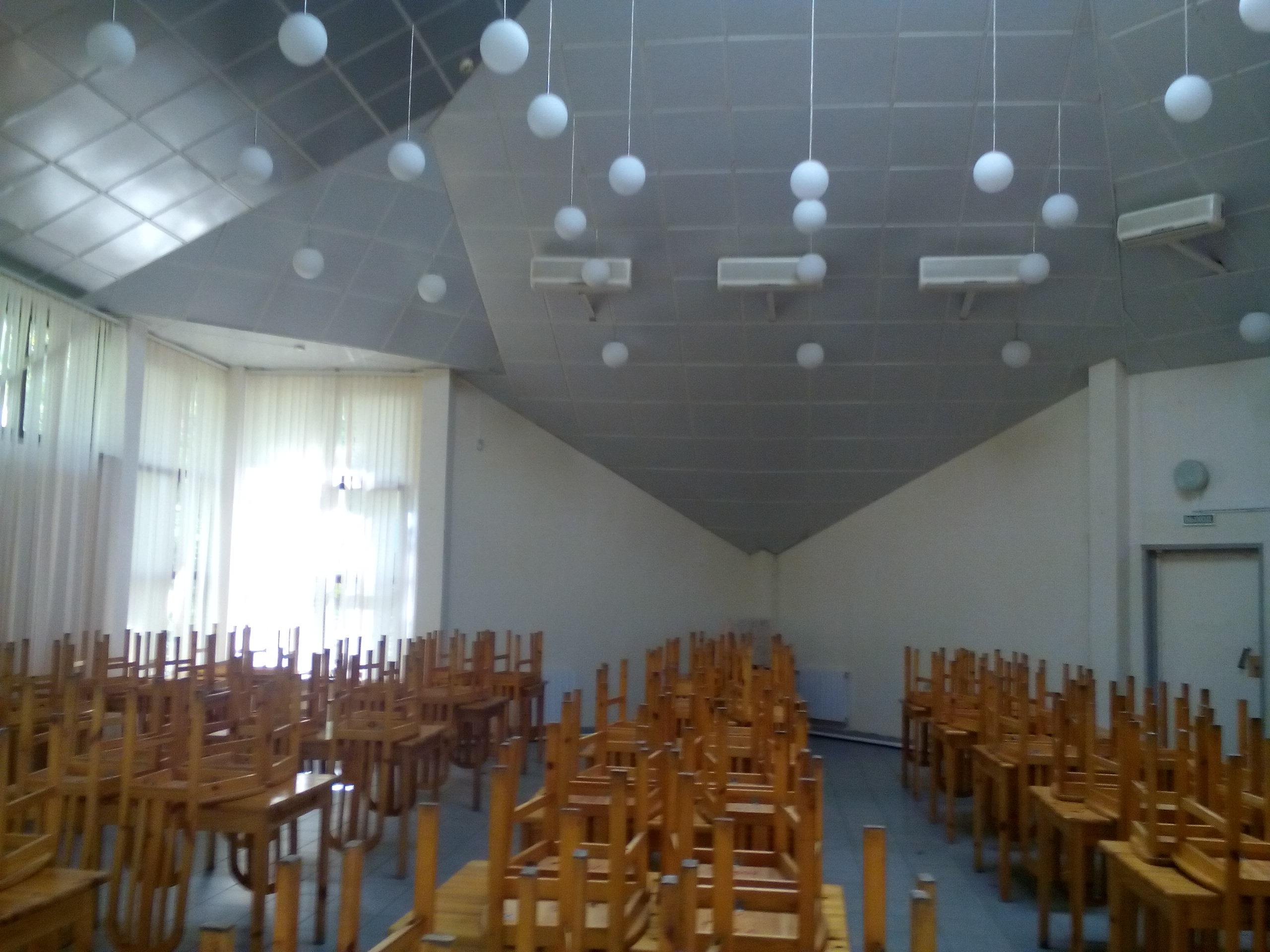 Столовая внутри